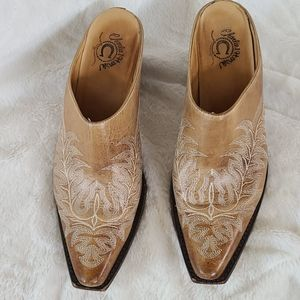 Charlie 1 Horse distressed tan mules size 7